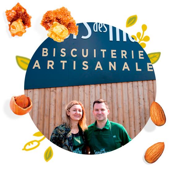 Aurélie et Florian devant le magasin